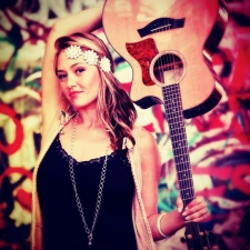 Anuhea plus Justin Young / Sono Vero / Derek Joe