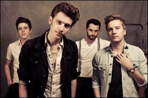 A Rocket To the Moon with Valencia / Anarbor / Runner Runner / Go Radio