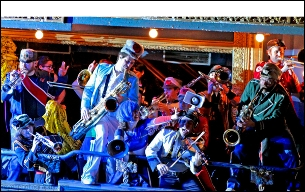 Mucca Pazza with April March & Julien Gasc, Grooms and Soft Landing