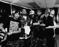 Bone Thugs-N-Harmony with Quest MCODY / Splash-A-Holics