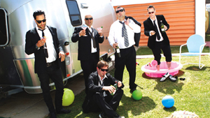 Strung Out : Twisted in a Suburban Wasteland Tour With The Darlings , Handguns