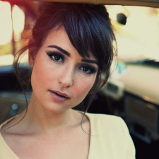 Photo of Milana Vayntrub